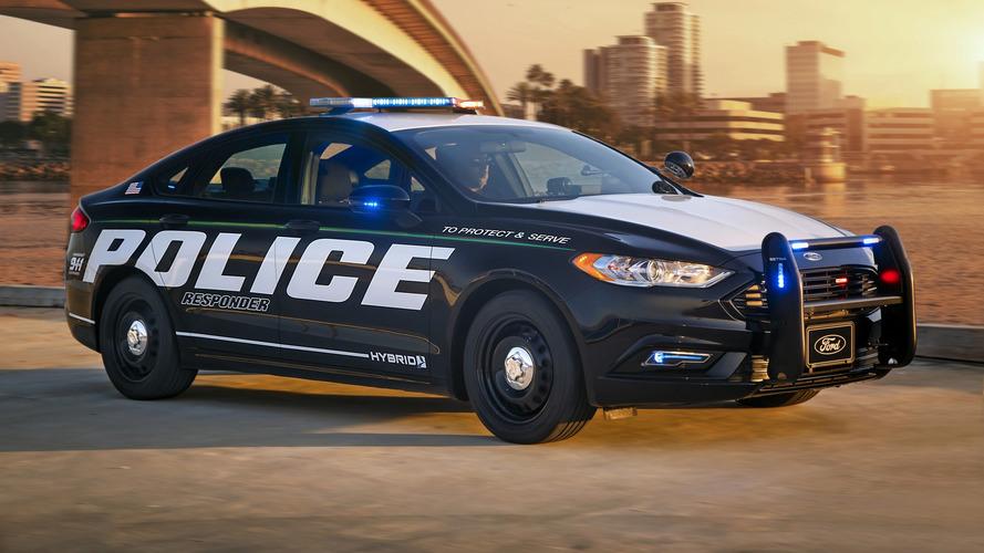 Ford, kovalamacaya uygun ilk hibrit polis aracını tanıttı