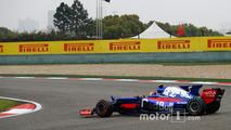 Carlos Sainz Jr., Scuderia Toro Rosso STR12, spins twice at the start