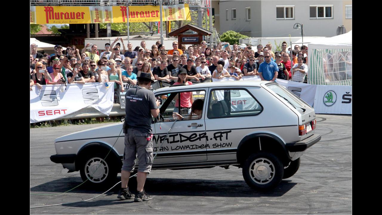 Hüpfende Autos – auch Lowrider genannt – kommen beim Publikum immer wieder gut an.
