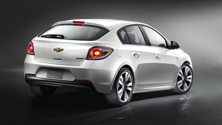 Chevrolet Cruze hatchback production version to debut in Geneva