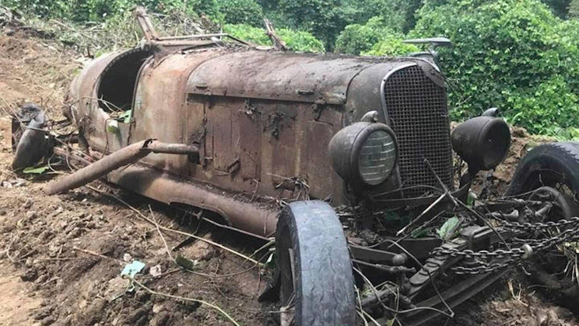 epaves de folie ! Unearthed-pre-war-classic-cars