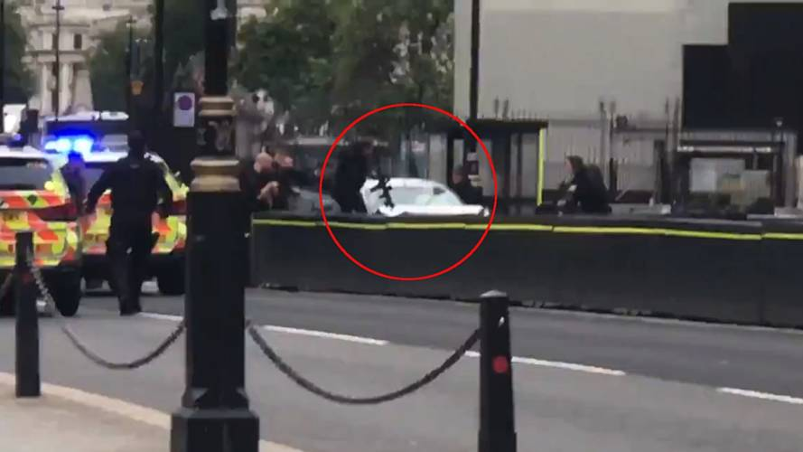 Met Police treating parliament car crash as 'terrorist incident'
