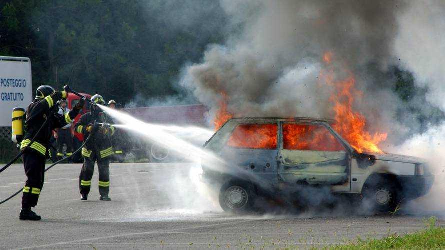 Assicurazione auto, come scegliere la furto incendio