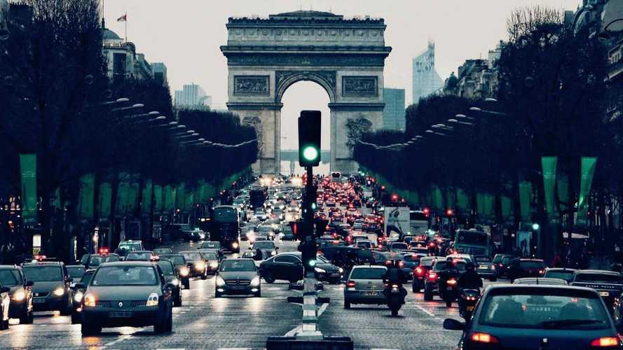 Incentivi auto, la Francia coinvolge i costruttori