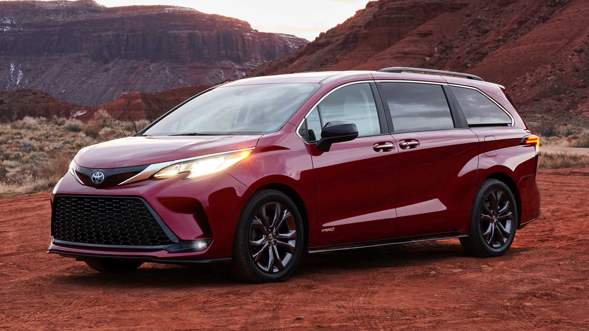 Toyota Sienna News And Reviews Motor1 Com