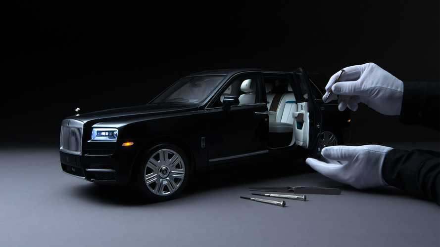 Коллекционная модель Rolls-Royce Cullinan в масштабе 1:8