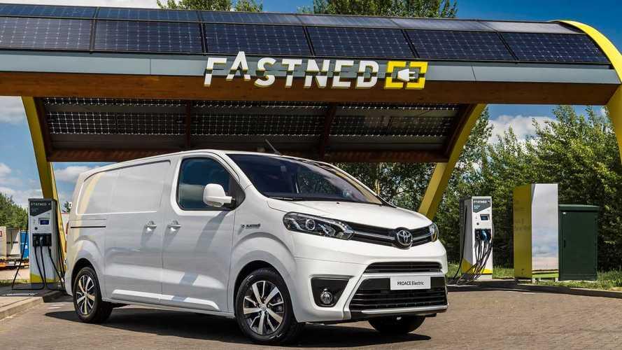 Megérkezett Európába a tisztán elektromos-hajtású Toyota Proace