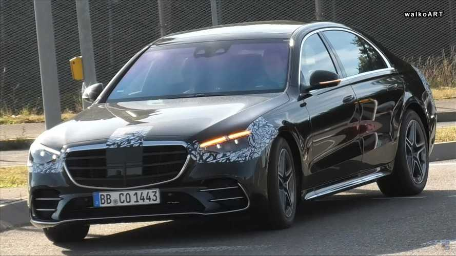2021 Mercedes S-Class spied with minimal camo, regular door handles