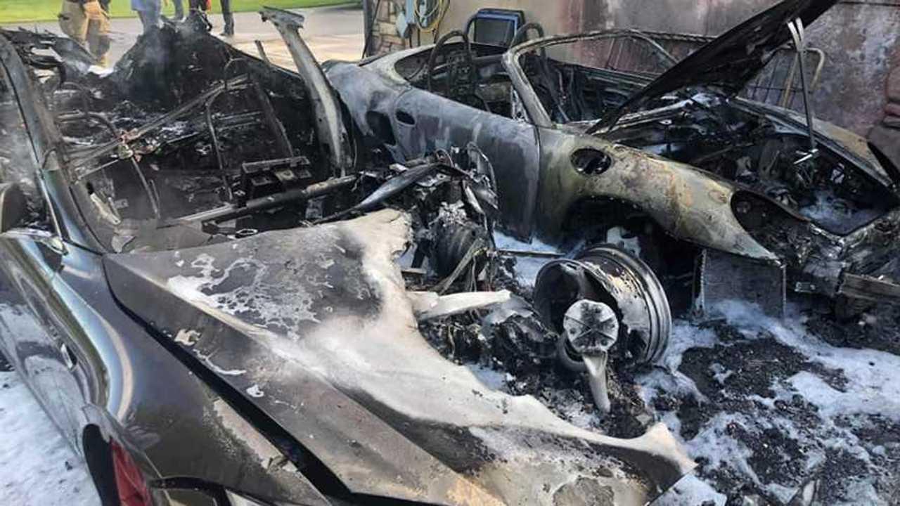 Tesla Model S És Porsche Boxster részt Tűz -ban Kaysville, Utah