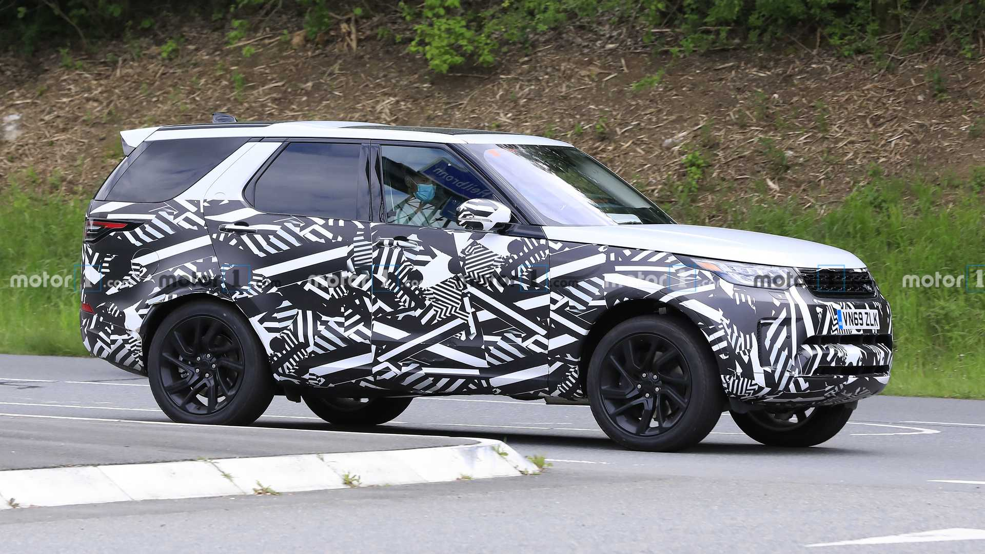 2016 - [Land Rover] Discovery V - Page 7 2021-land-rover-discovery-spy-photo