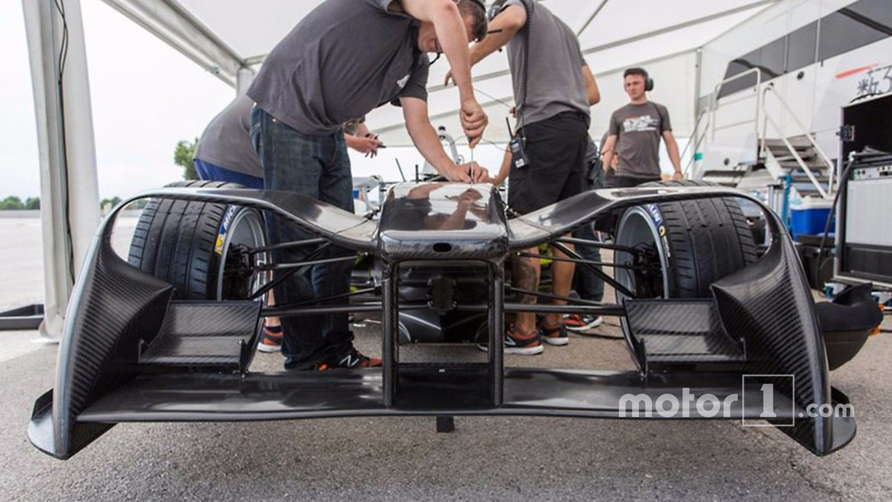 2017 NEXTEV TCR front wing