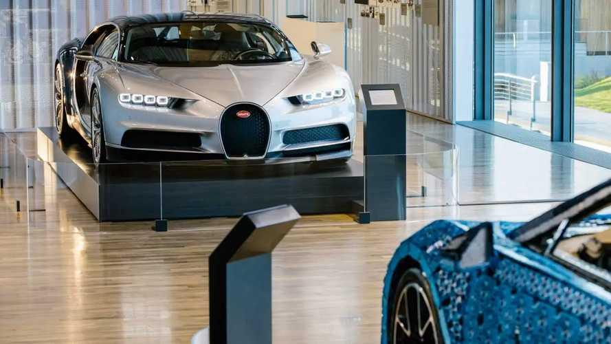 Bugatti Chiron et Chiron Lego Technic exposées ensemble