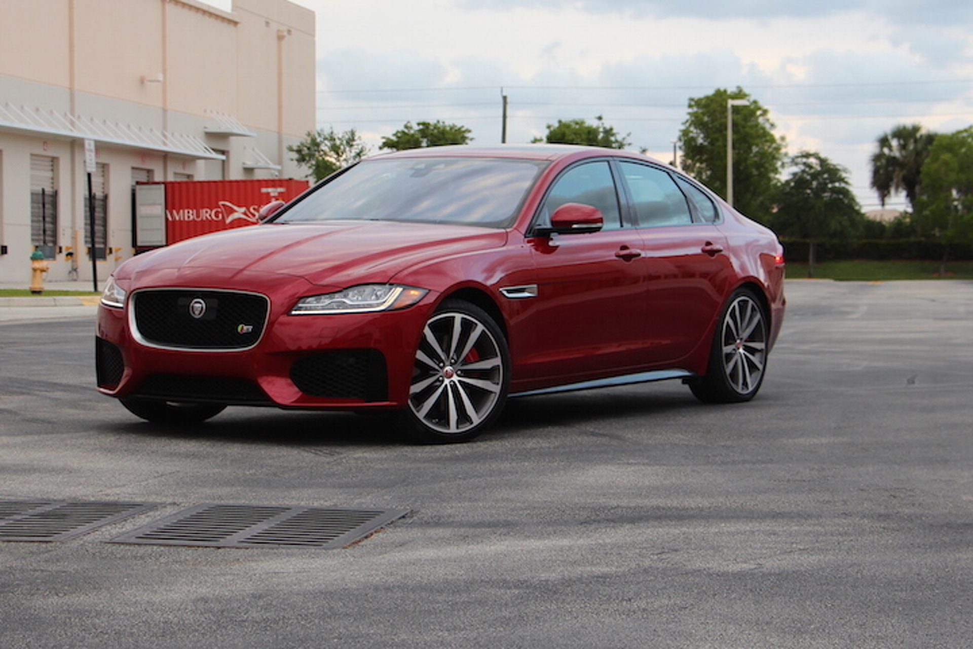 The 2016 Jaguar Xf S Is A Car You Can T Live With Or Without Review