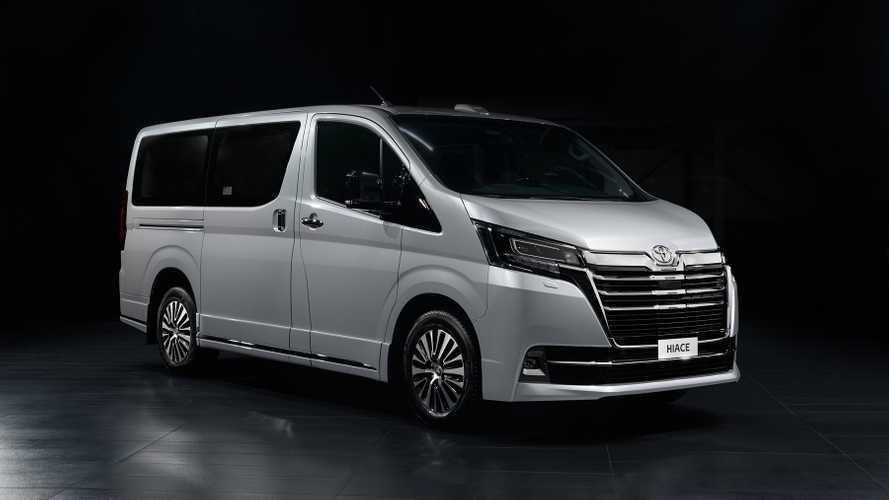 В России появилась VIP-версия Toyota Hiace