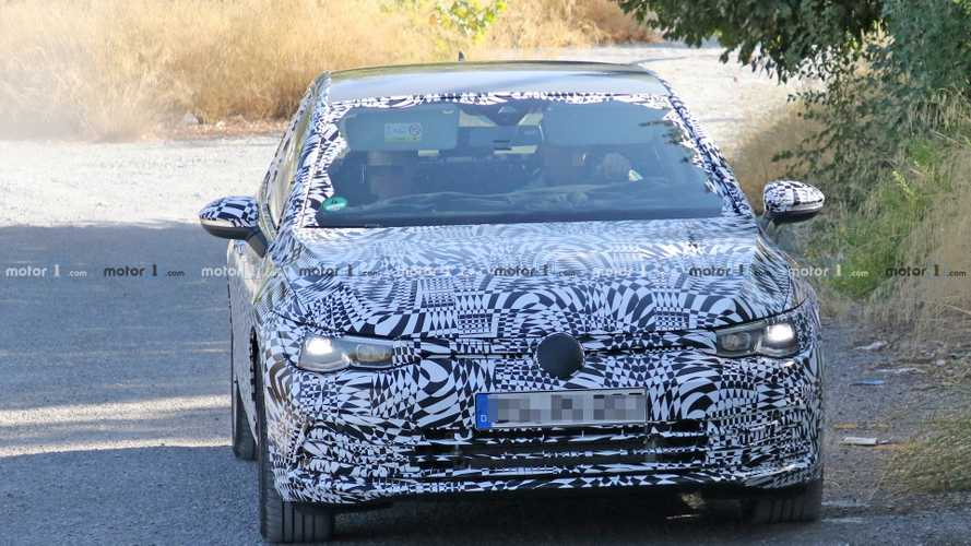 New VW Golf GTE spy photos