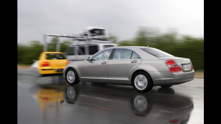 Mercedes: S-Klasse bremst bei akuter Crashgefahr von allein