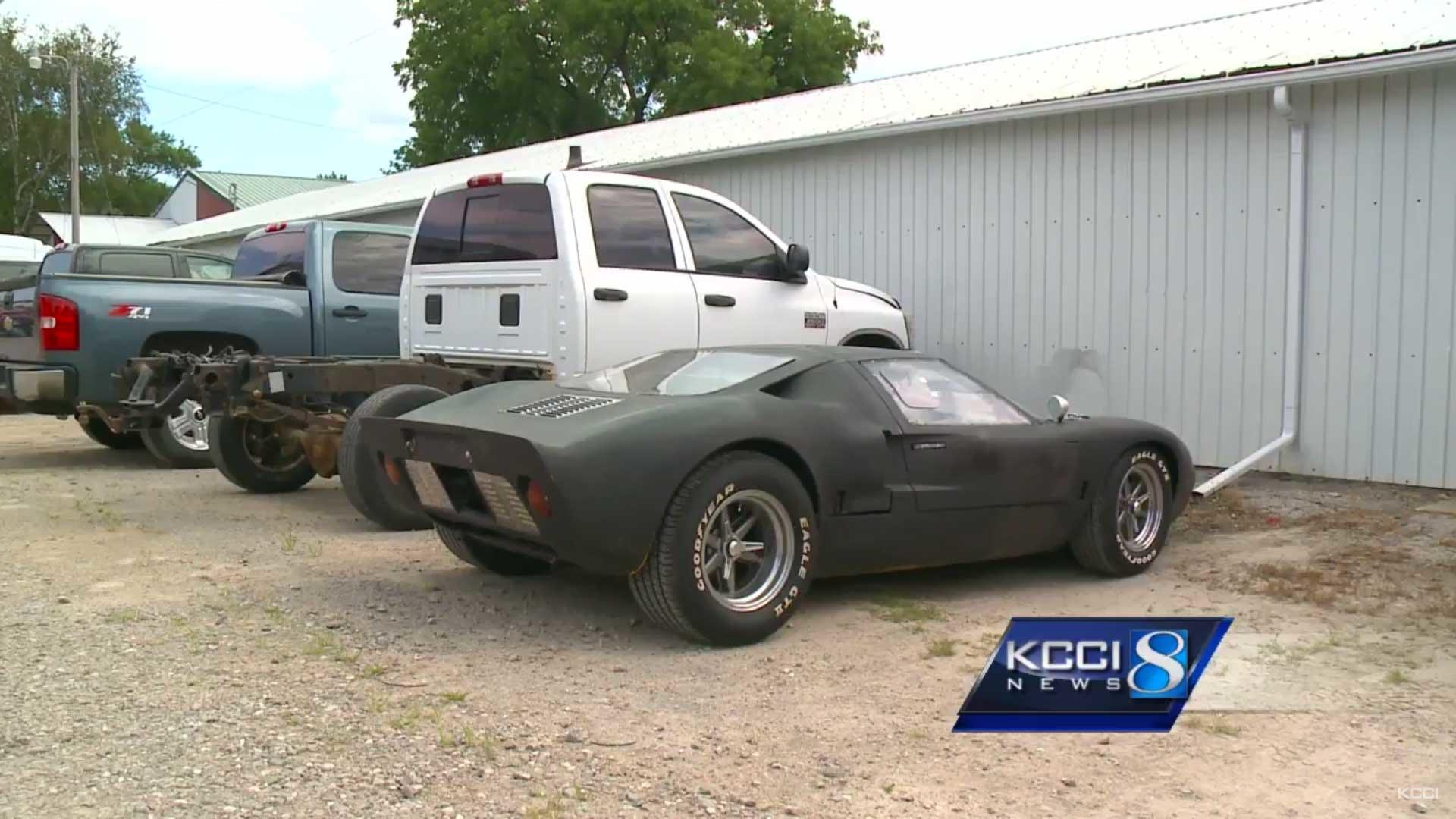 Dumb Ford Gt40 Thief Spray Bombs Car Gets Busted Cruising Town