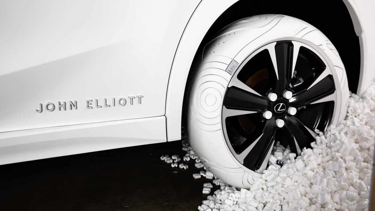 Lexus UX Nike Air Force 1 Tires