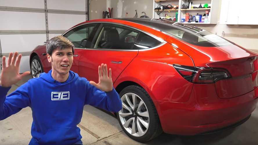 Bu sıfır kilometre Tesla Model 3'te kalite hataları ortaya çıkmış
