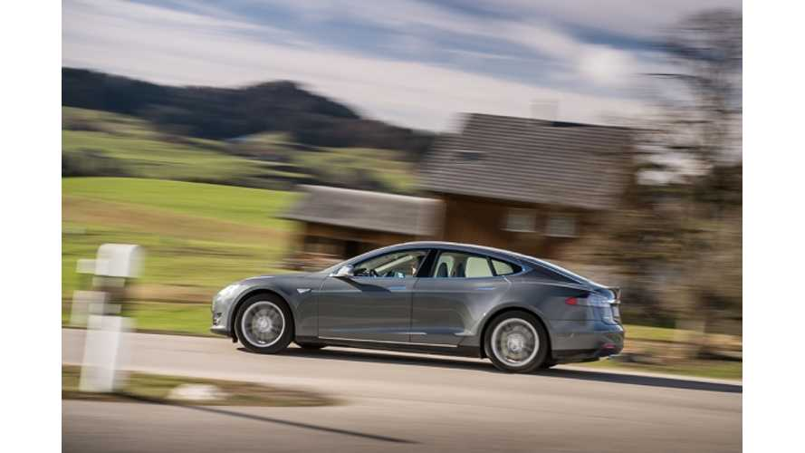 Tesla Model S First Drive Review from Europe