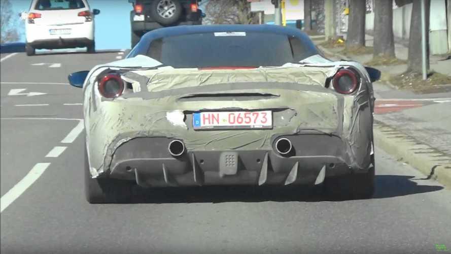 Ferrari, le foto spia della nuova supercar ibrida