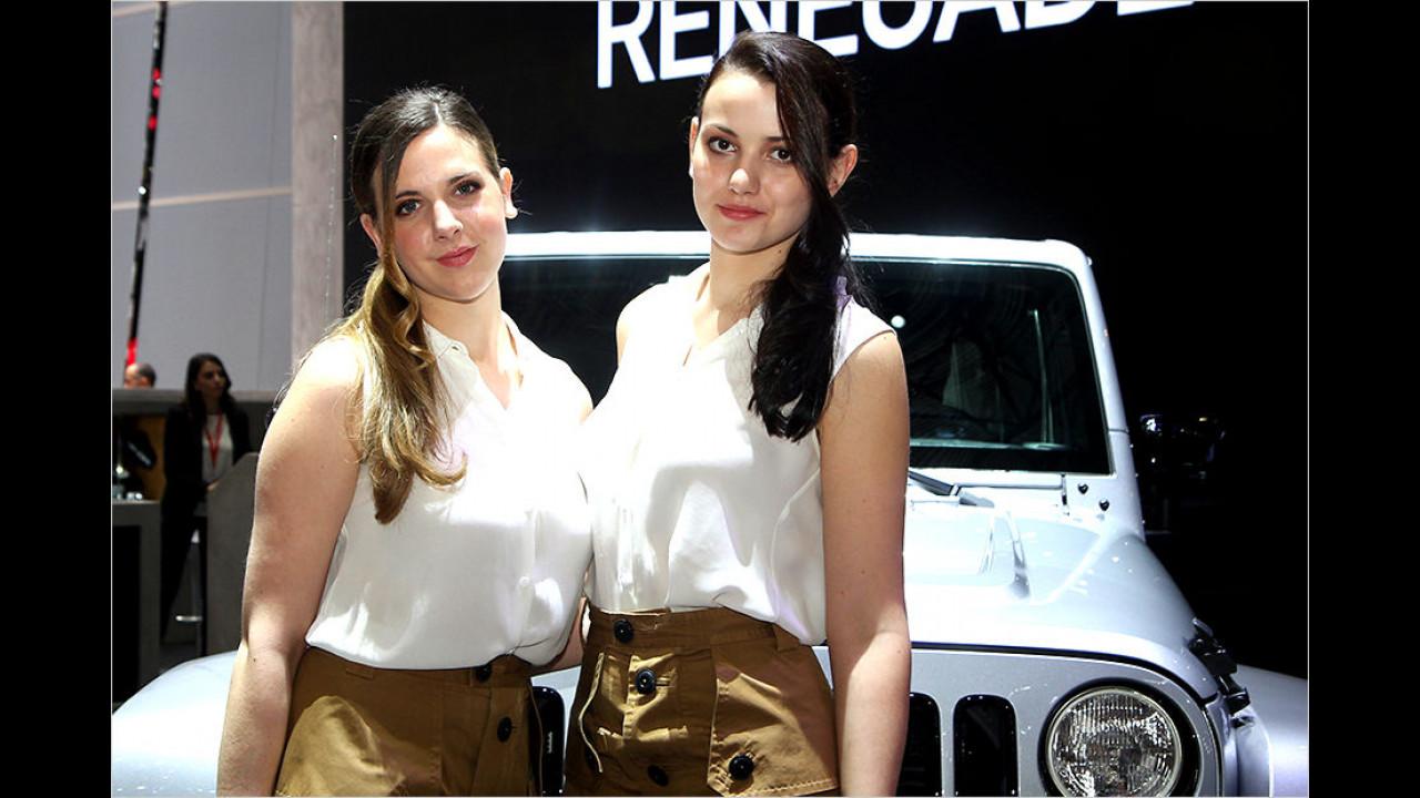 Oh, nette Ranger-Girls, da wollen wir doch gleich mit dem Jeep auf Safari