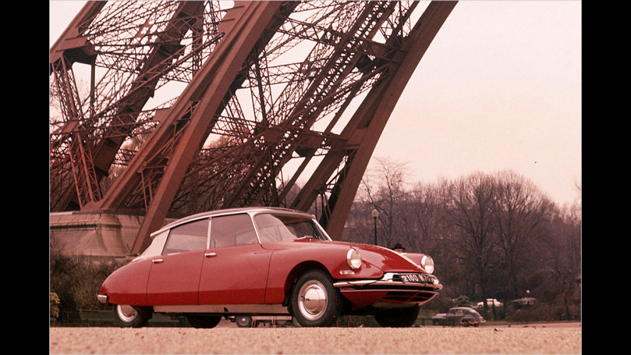 Citroën DS am Eiffelturm