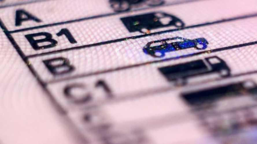 Patente auto in scadenza, come funziona la proroga con il Decreto