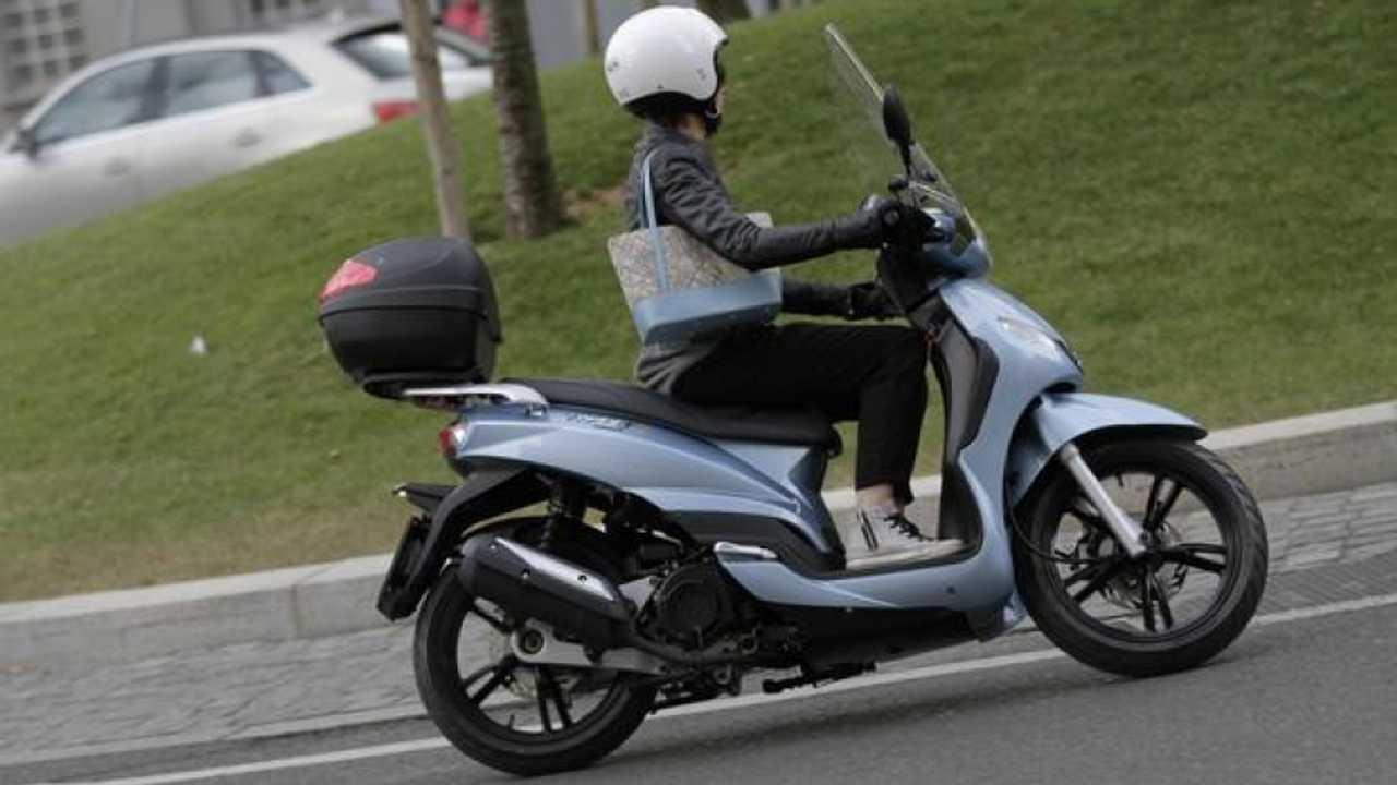 Peugeot Scooters Tweet Paris e Double Black - TEST