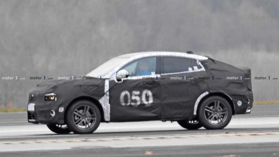 Lynk & Co firmasının crossover'ı coupe formunda da test ediliyor
