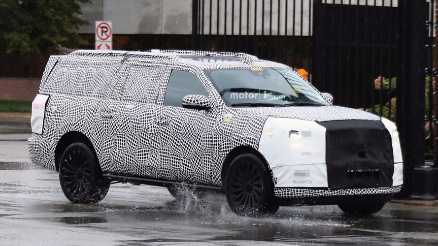Lincoln Navigator spy shots in rain