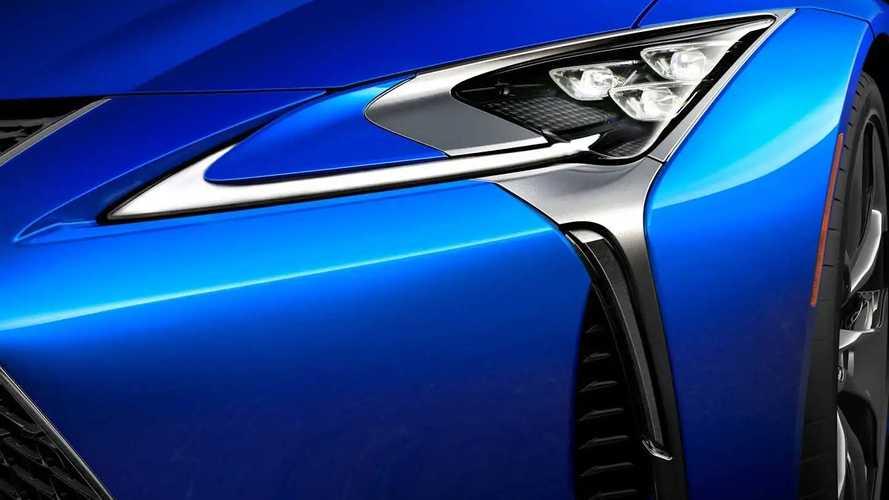 Lexus, mükemmel araç boyası için teknolojiden yardım alıyor