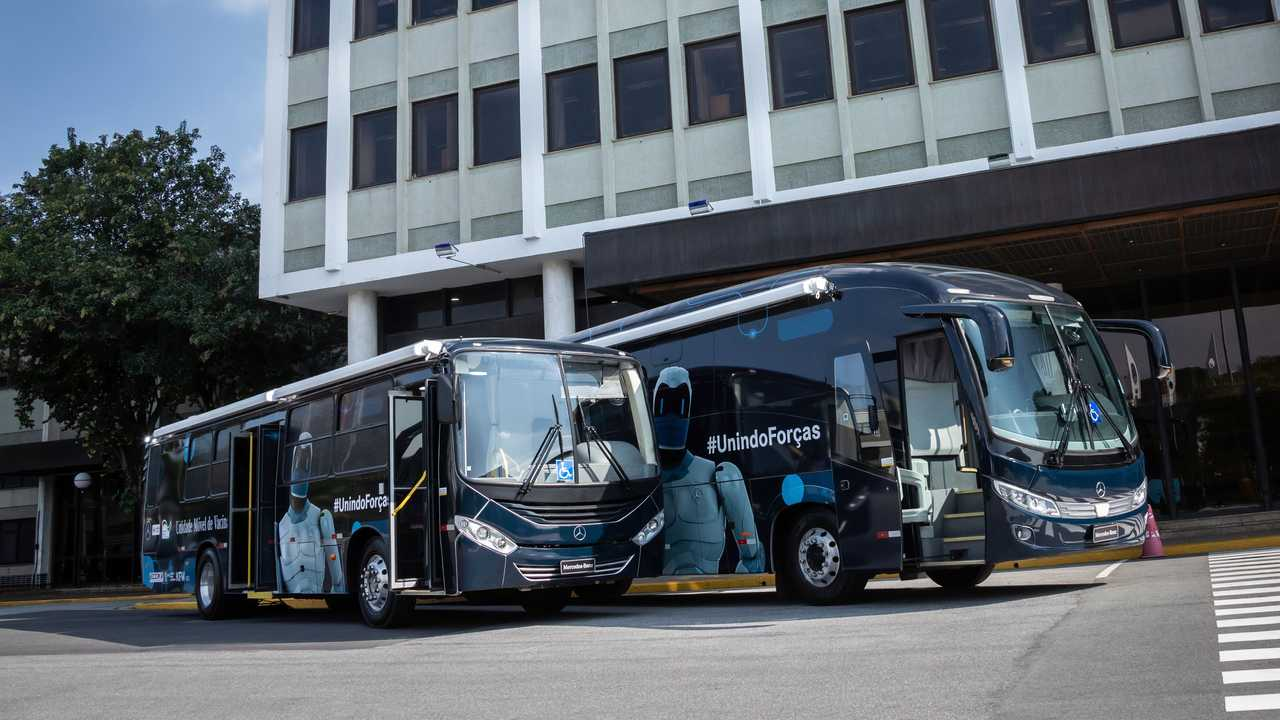 Mercedes-Benz, bus adibiti a centri di vaccinazione mobili
