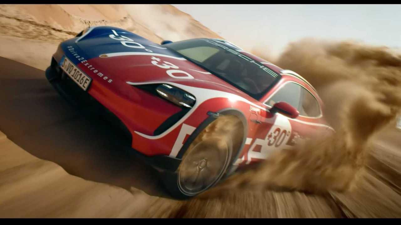 Porsche Taycan Cross Turismo на песке и снегу
