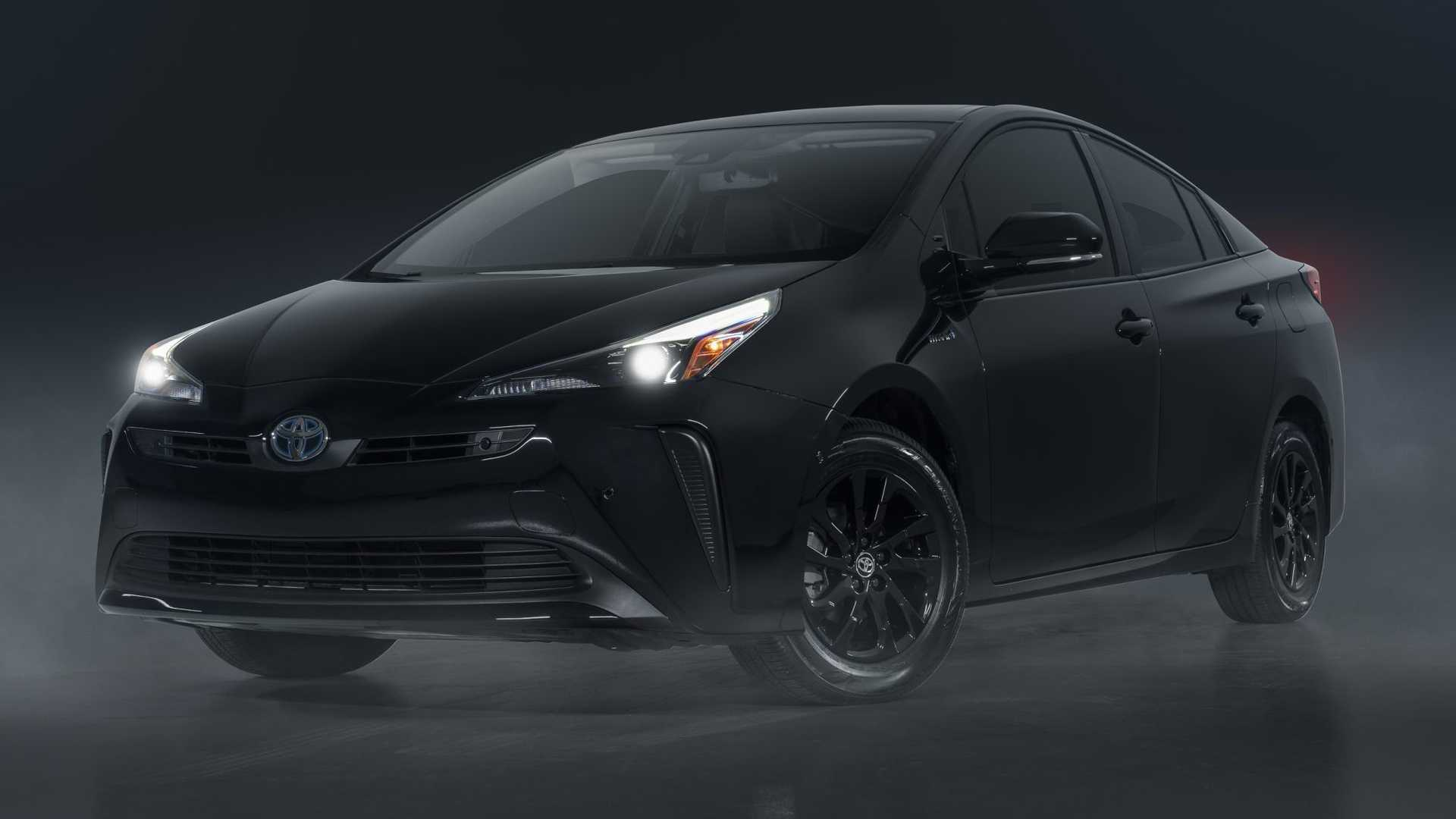 https://cdn.motor1.com/images/mgl/VAlxG/s6/2022-toyota-prius-nightshade-special-edition-front-angle.jpg