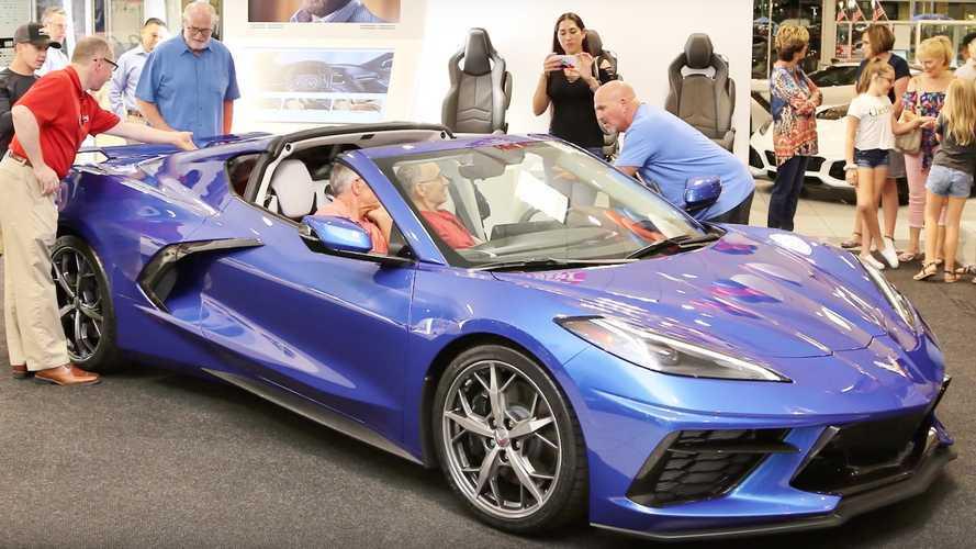 Hijo cumple último deseo de su padre: ver un Corvette 2020 en persona