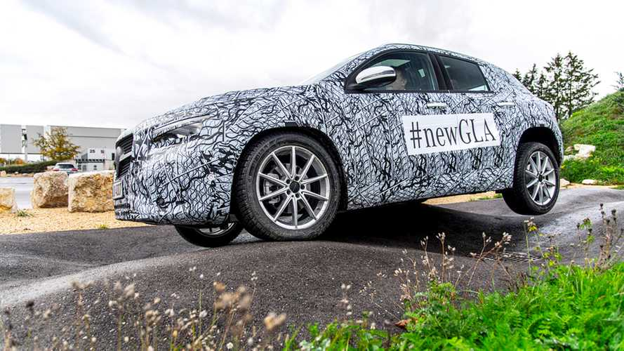 Nuova Mercedes GLA, le foto anticipano il debutto dell'11 dicembre