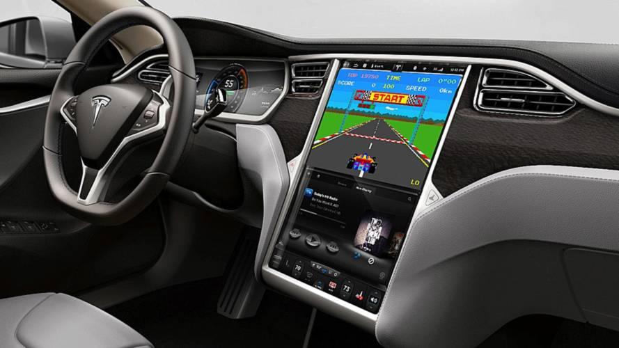 Tüketiciler en çok Tesla'nın bilgi eğlence sistemini beğeniyor
