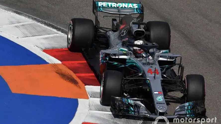 Mercedes sirve en bandeja la victoria a Hamilton en Rusia