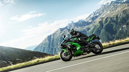 Kawasaki Issues Recall on '16'-18 ZX-10R and RR Models
