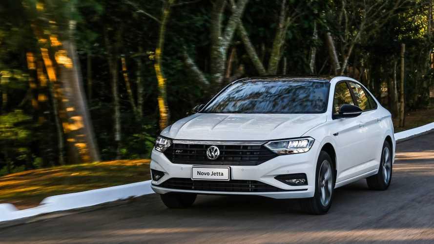 Sedãs médios em outubro: Novo Volkswagen Jetta em marcha lenta