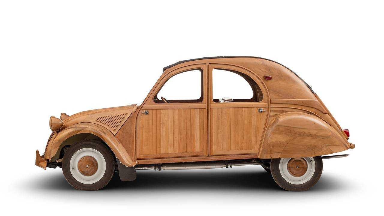 Citroën 2CV aus Holz