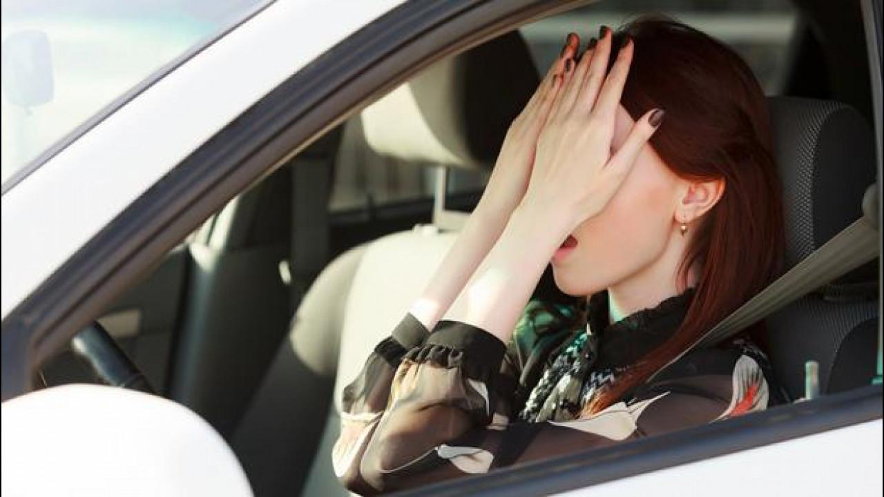 [Copertina] - Colpo di frusta: ridotti i risarcimenti per gli automobilisti