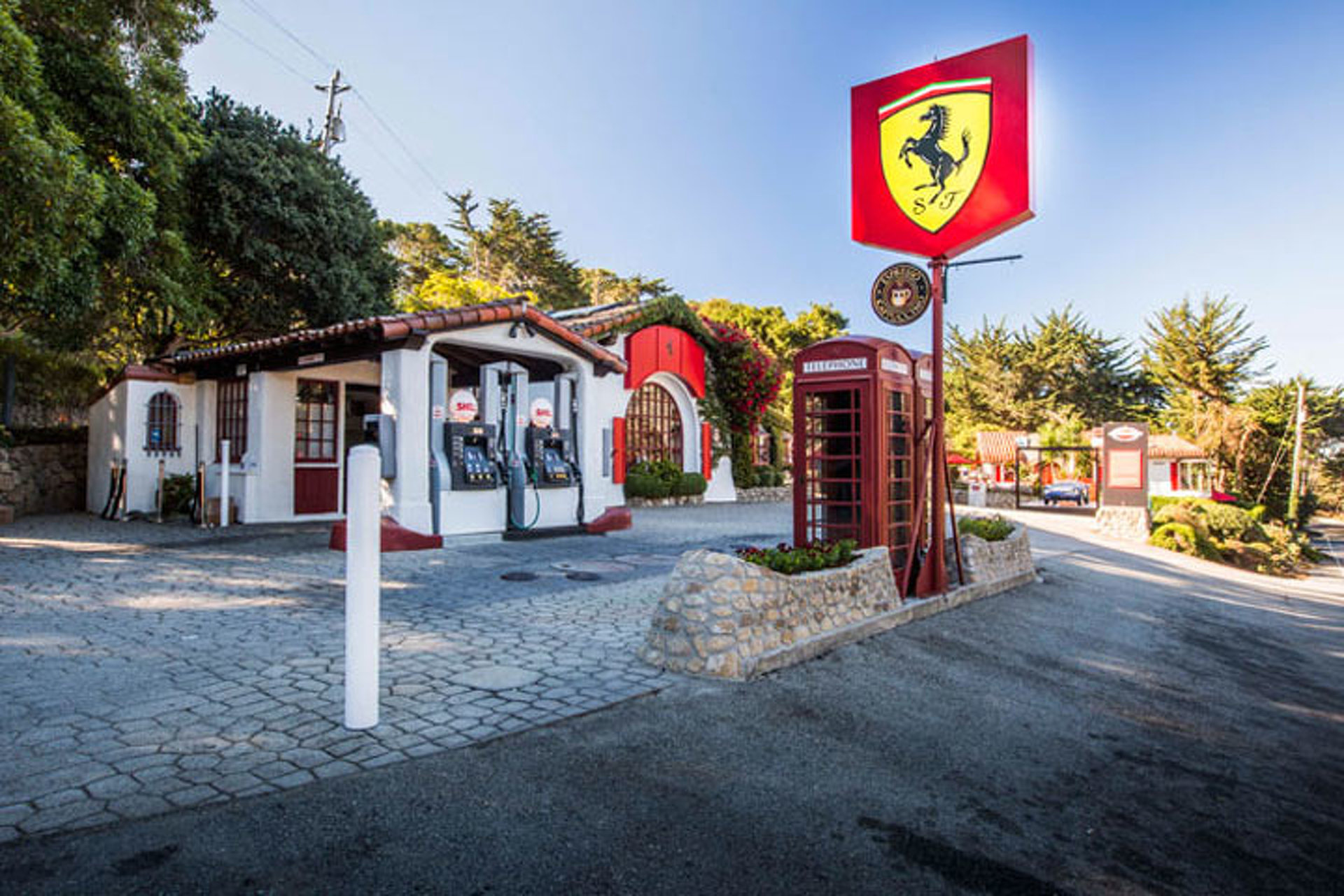 Gas Stations In California >> Ferrari Turned This California Gas Station Into The Ultimate
