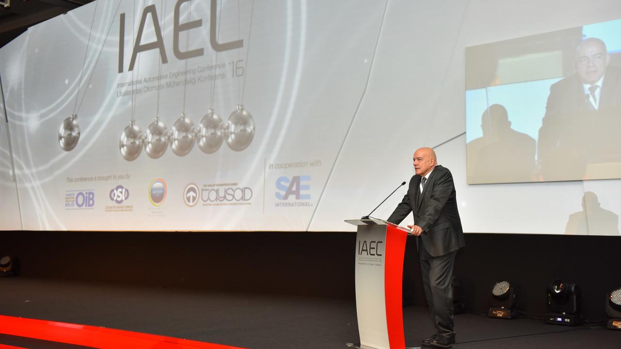 Otomotiv Mühendisliği Konferansı'nda 2050 yılına kadar ulaşımda ne gibi değişimler olacağı konuşuldu