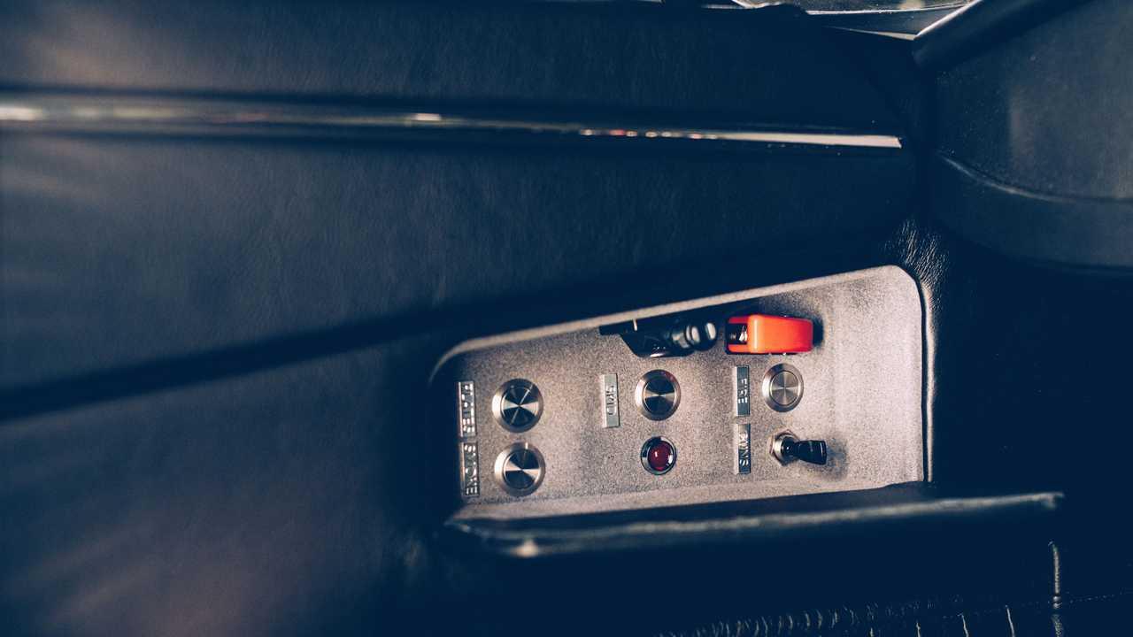 Aston Martin DB5 Junior No Time To Die Gadgets