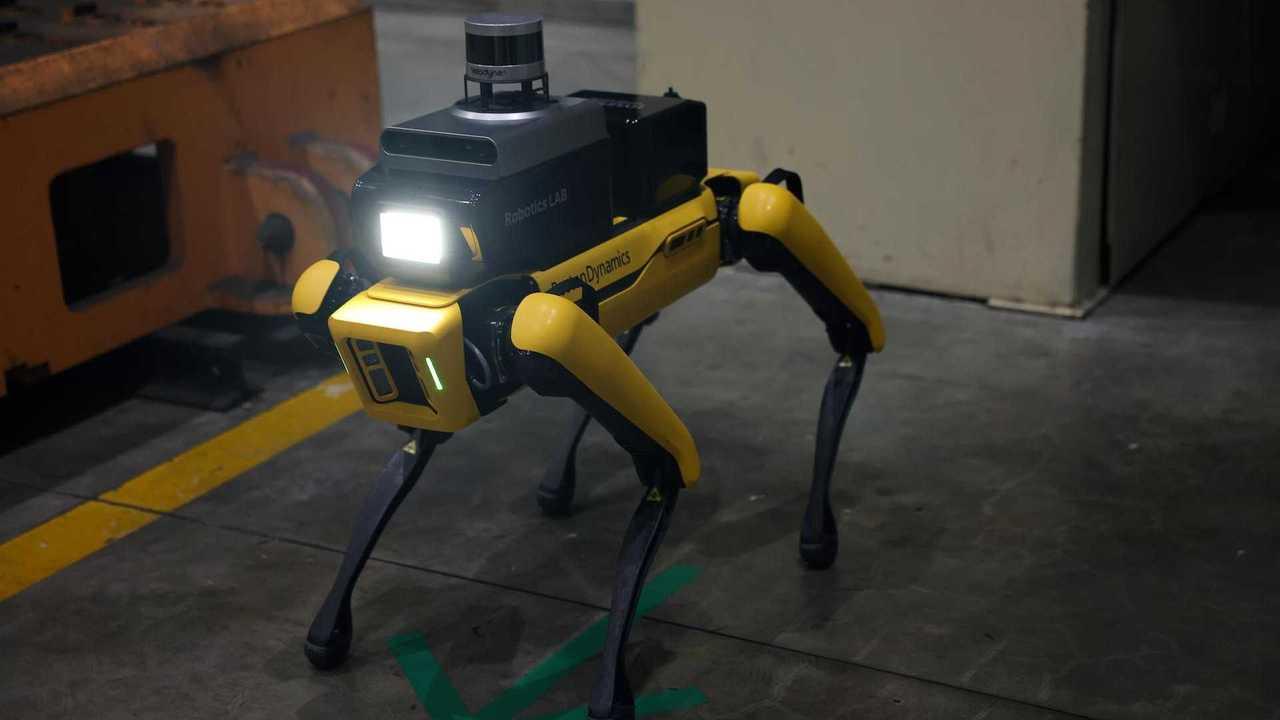 Hyundai Factory Biztonsági Szolgálat Robot Most Szolgálatban