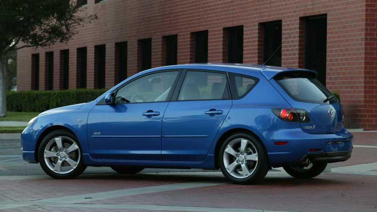 İlk nesil Mazda Mazda3'ün ABD pazarında satılan bir örneği.