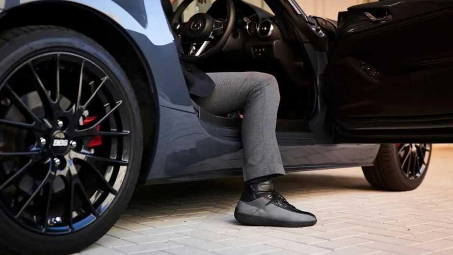 Sepatu Khusus Mengemudi dari Mazda x Mizuno
