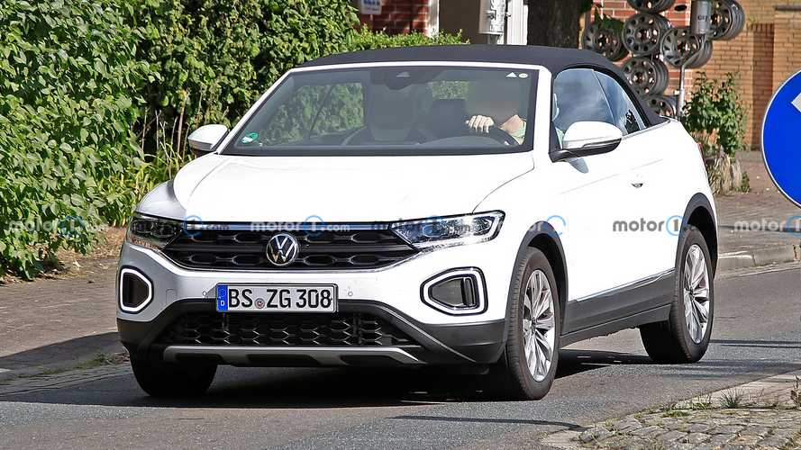 VW T-Roc Cabriolet facelift first spy photos